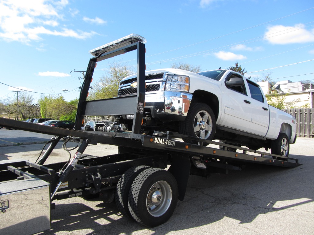Clearing The Road With Commercial Towing Services