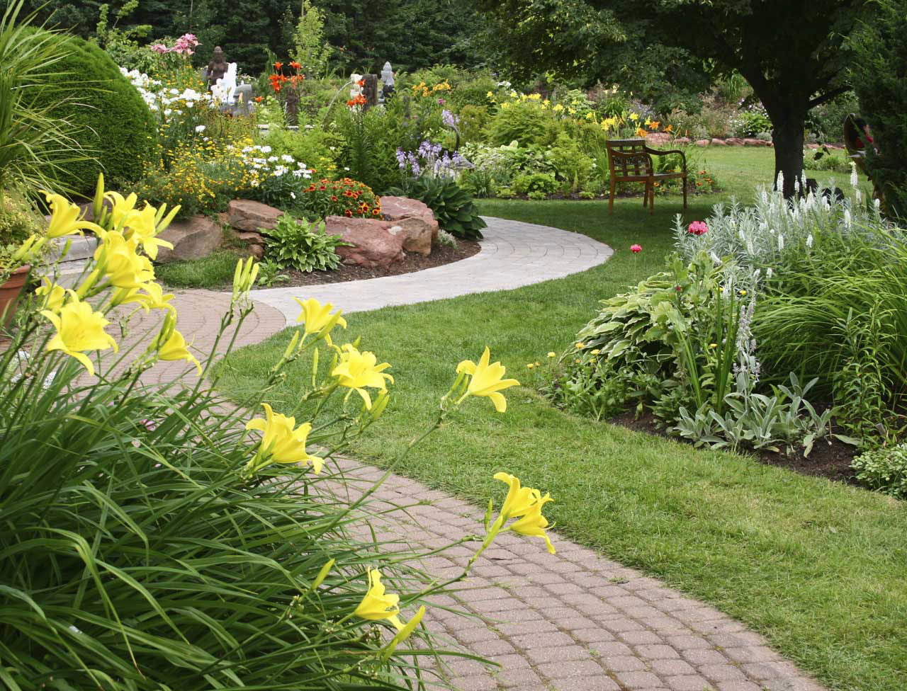 Think About Creative Garden Landscaping