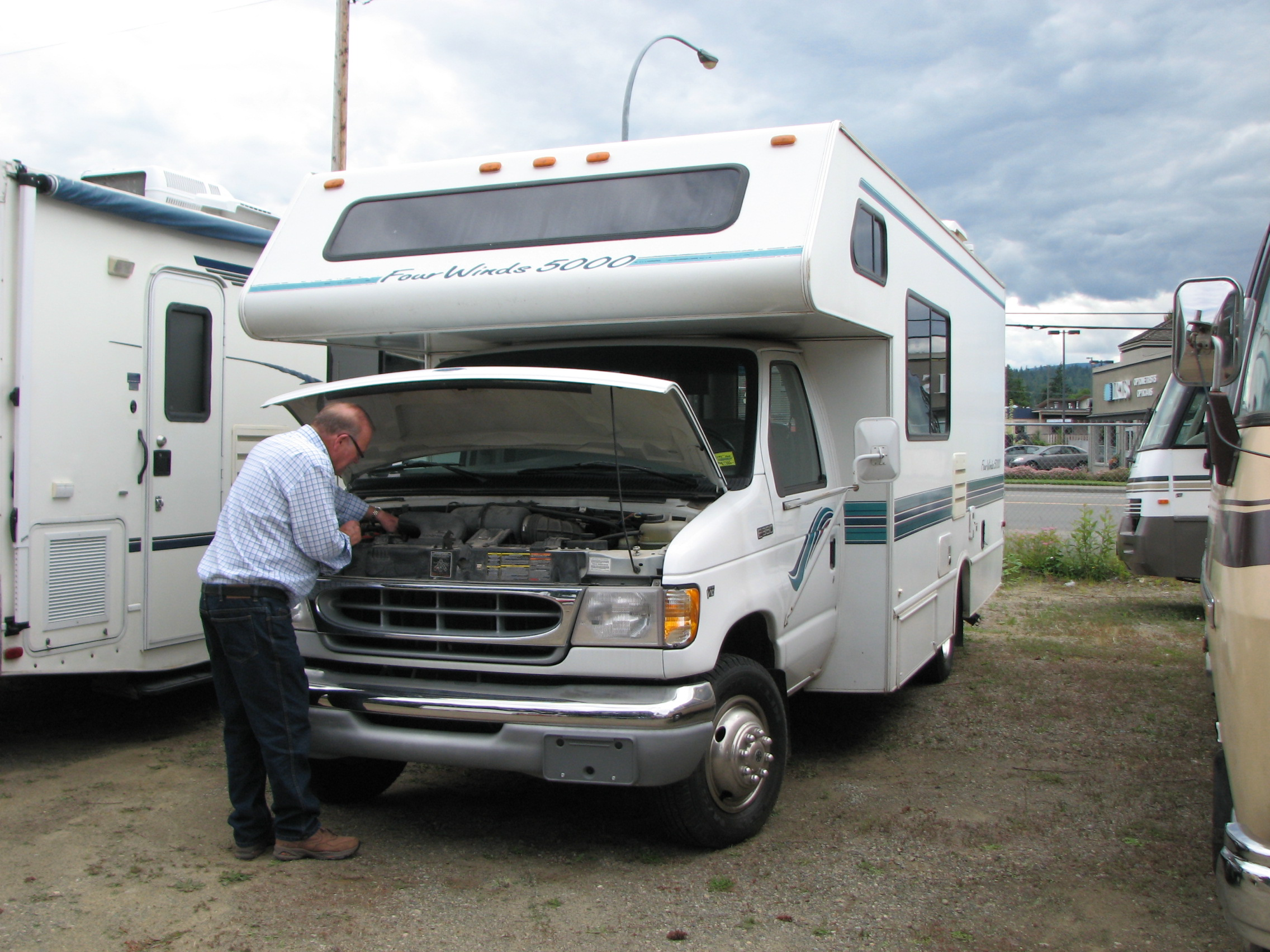 Why Should You Consider Buying A Used RV – Few Reasons