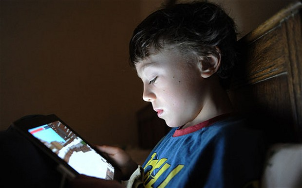 Should Parents Spy In Their Kids' Cell Phones?
