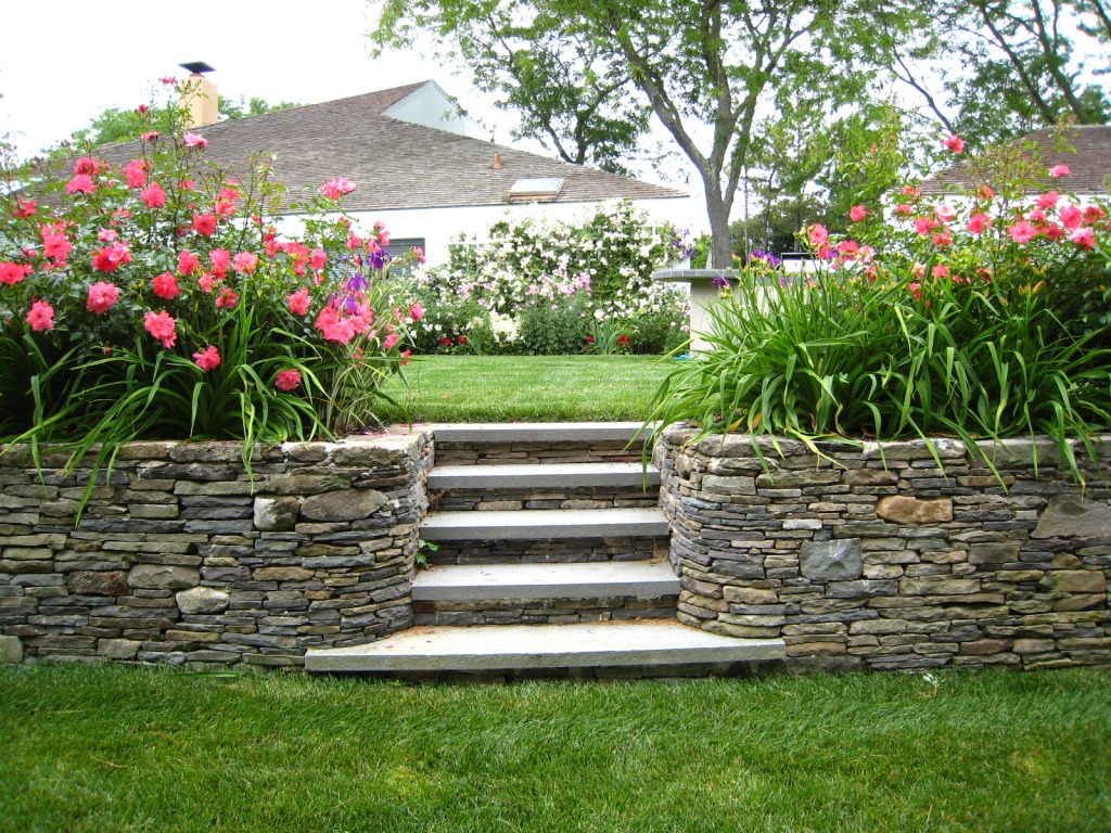 Basic Landscaping Maintenance Do's and Don'ts
