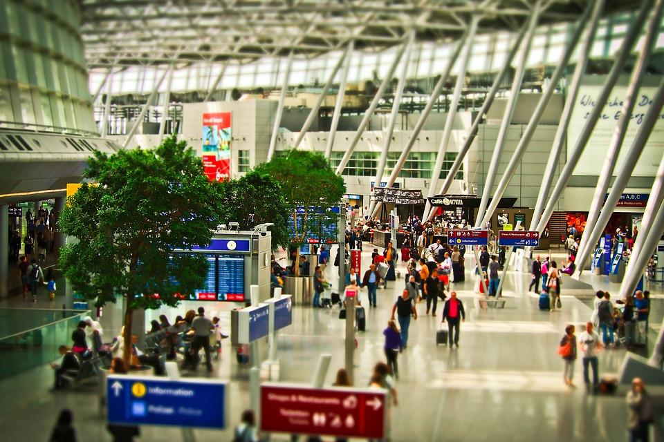 airport-1515448_960_720