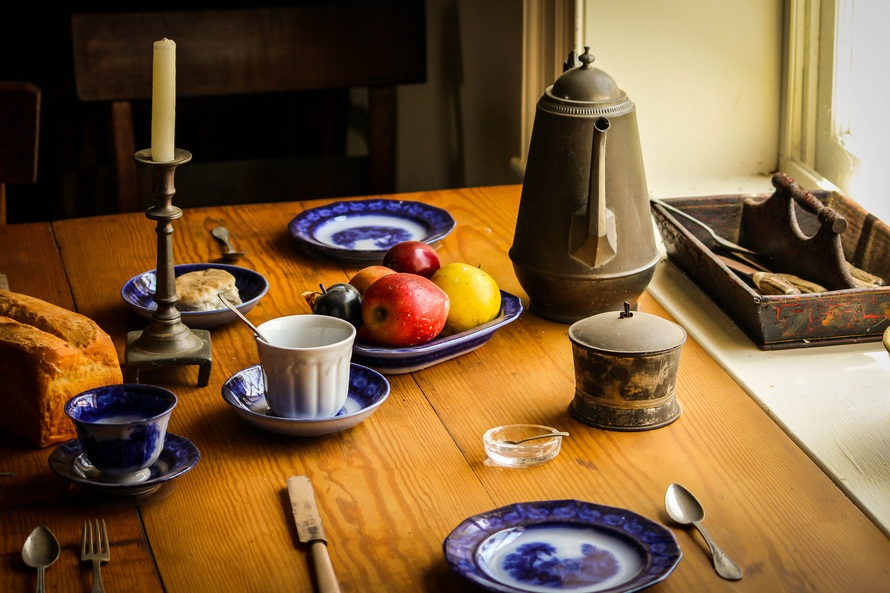 6 Things You Didn't Know You Have To Check When Buying Dining Table