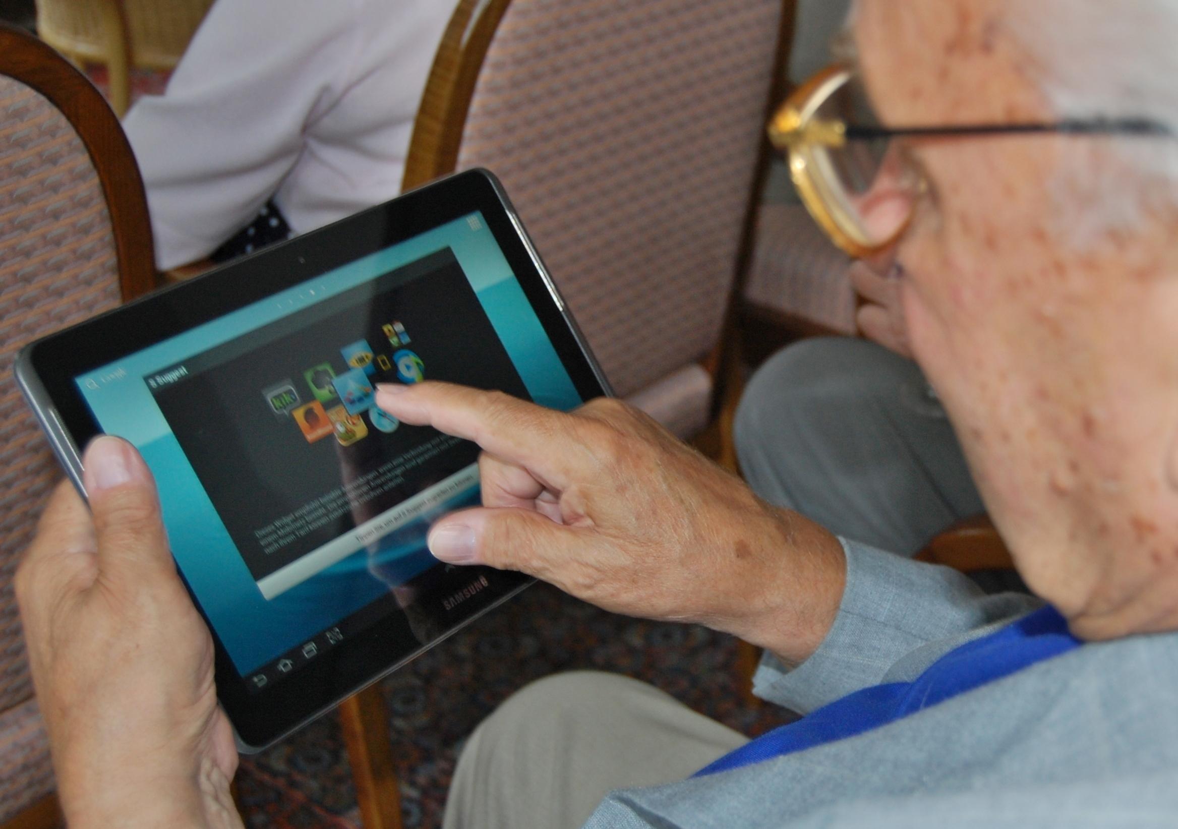 senior-citizens-used-social-media