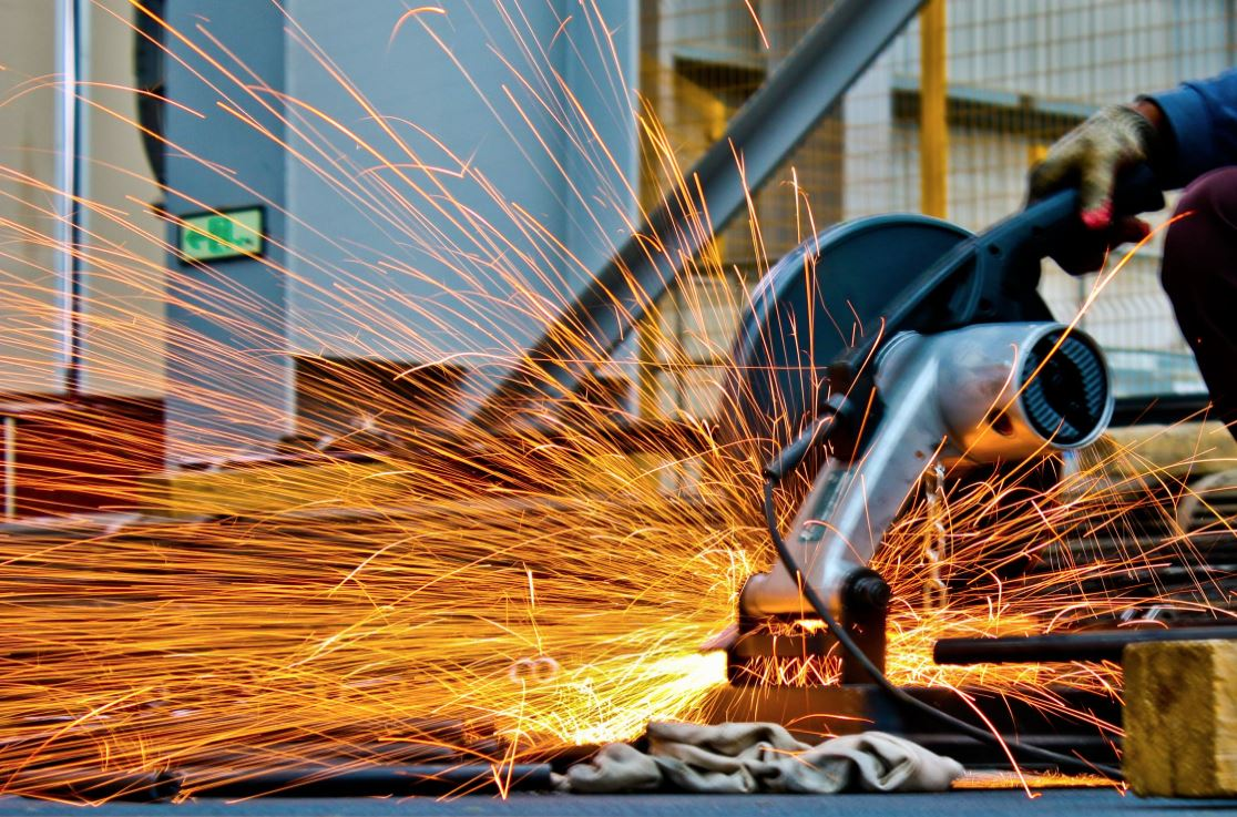 Manage Machinists 4 Tips for Keeping Your Workers Safe in the Shop