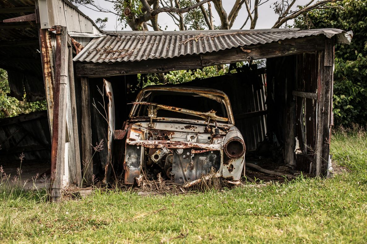 How to Go about Selling an Old Car for Parts