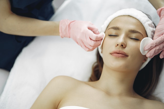The Pro's and Con's Of Chemical Peels