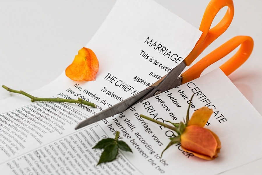 How Can A Divorce Lawyer Help You Get Through Divorce?