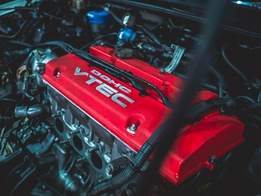 4 Reasons to Replace Your Car's Engine With Performance Parts