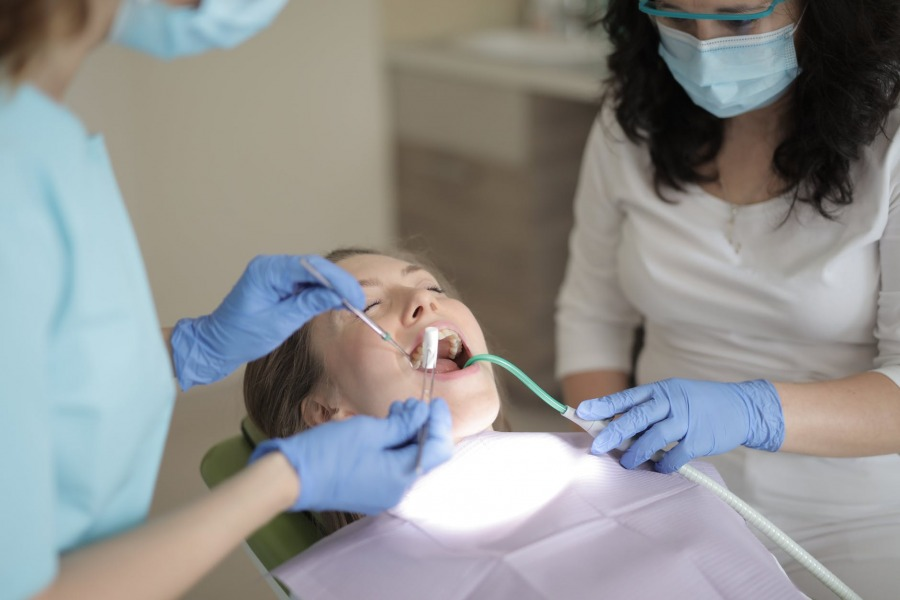 Why Families Benefit From A Family Dentist When Dealing With Oral Health Issues